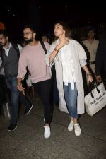 Virat Kohli, Anushka Sharma spotted at airport on 11th Nov 2018 (15)_5bea709ed0275.JPG