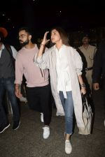 Virat Kohli, Anushka Sharma spotted at airport on 11th Nov 2018 (16)_5bea70df4fe32.JPG