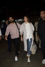 Virat Kohli, Anushka Sharma spotted at airport on 11th Nov 2018 (19)_5bea70e26137a.JPG