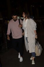 Virat Kohli, Anushka Sharma spotted at airport on 11th Nov 2018 (2)_5bea70d250a78.JPG