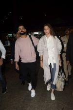 Virat Kohli, Anushka Sharma spotted at airport on 11th Nov 2018 (20)_5bea70a44c457.JPG