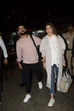 Virat Kohli, Anushka Sharma spotted at airport on 11th Nov 2018 (21)_5bea70e3e1ec4.JPG