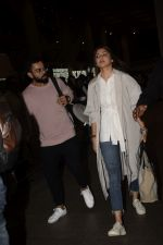 Virat Kohli, Anushka Sharma spotted at airport on 11th Nov 2018 (4)_5bea70d402be6.JPG