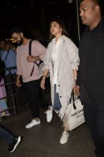 Virat Kohli, Anushka Sharma spotted at airport on 11th Nov 2018 (7)_5bea70d5a5e2e.JPG