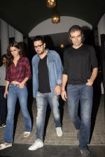 Kriti Sanon, Imtiaz Ali & Dinesh Vijan spotted at juhu on 13th Nov 2018 (4)_5bebc579b7076.JPG
