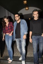 Kriti Sanon, Imtiaz Ali & Dinesh Vijan spotted at juhu on 13th Nov 2018 (5)_5bebc57b59ede.JPG
