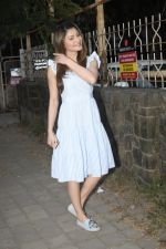 Urvashi Rautela Spotted at juhu on 14th Nov 2018 (14)_5bed154305b93.JPG