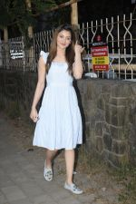 Urvashi Rautela Spotted at juhu on 14th Nov 2018 (6)_5bed153722f7c.JPG