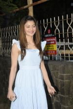 Urvashi Rautela Spotted at juhu on 14th Nov 2018 (8)_5bed153b25a06.JPG
