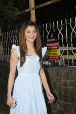 Urvashi Rautela Spotted at juhu on 14th Nov 2018 (9)_5bed1752064c7.JPG