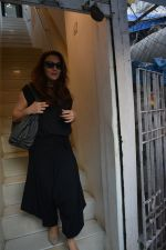 Preity Zinta spotted at salon in bandra on 15th Nov 2018 (2)_5bee6bfa68a9d.JPG