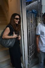 Preity Zinta spotted at salon in bandra on 15th Nov 2018 (4)_5bee6c06b4e29.JPG
