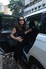 Preity Zinta spotted at salon in bandra on 15th Nov 2018 (5)_5bee6c0a2ab37.JPG
