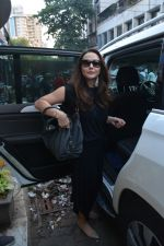 Preity Zinta spotted at salon in bandra on 15th Nov 2018 (7)_5bee6c1bd481b.JPG