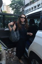 Preity Zinta spotted at salon in bandra on 15th Nov 2018 (8)_5bee6c1fd7a93.JPG