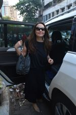 Preity Zinta spotted at salon in bandra on 15th Nov 2018 (9)_5bee6c24c0eaf.JPG