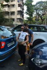 Amrita Arora with family spotted at bandra on 17th Nov 2018 (8)_5bf2588372296.JPG