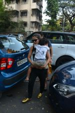 Amrita Arora with family spotted at bandra on 17th Nov 2018 (9)_5bf25887acd90.JPG