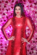 Aishwarta Rai Bachchan at the Red Carpet of Lux Golden Rose Awards 2018 on 18th Nov 2018 (74)_5bf3a5b57efb3.jpg