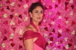 Kareena Kapoor at the Red Carpet of Lux Golden Rose Awards 2018 on 18th Nov 2018 (82)_5bf3a7407e5e6.jpg