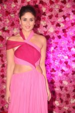 Kareena Kapoor at the Red Carpet of Lux Golden Rose Awards 2018 on 18th Nov 2018 (85)_5bf3a74794203.jpg