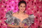 Taapsee Pannu at the Red Carpet of Lux Golden Rose Awards 2018 on 18th Nov 2018 (41)_5bf3a976697f1.jpg