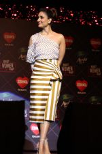 Kareena Kapoor at the Launch of Ishq 104.8 FM Upcoming Show What Women Want on 20th Nov 2018 (8)_5bf500427f68a.jpg