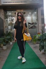 Amrita Arora spotted at a salon in bandra on 20th on 20th Nov 2018(14)_5bf501379be15.JPG