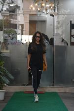 Amrita Arora spotted at a salon in bandra on 20th on 20th Nov 2018(17)_5bf50143eb32e.JPG
