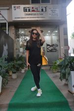 Amrita Arora spotted at a salon in bandra on 20th on 20th Nov 2018(22)_5bf5015963991.JPG