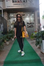 Amrita Arora spotted at a salon in bandra on 20th on 20th Nov 2018(25)_5bf50166f1065.JPG