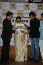 Rekha at the launch of Hand Painted Animal Calendar By Filmmaker Omung Kumar on 21st Nov 2018 (195)_5bf65eef9ae64.JPG