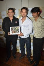 Tiger Shroff at the launch of Hand Painted Animal Calendar By Filmmaker Omung Kumar on 21st Nov 2018 (106)_5bf65f3276e06.JPG