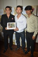 Tiger Shroff at the launch of Hand Painted Animal Calendar By Filmmaker Omung Kumar on 21st Nov 2018 (107)_5bf65f363f4a7.JPG