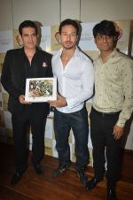 Tiger Shroff at the launch of Hand Painted Animal Calendar By Filmmaker Omung Kumar on 21st Nov 2018 (108)_5bf65f3889b6f.JPG