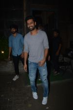 Vicky Kaushal spotted at Palli Village cafe in bandra on 21st Nov 2018 (5)_5bf6590292dd0.JPG