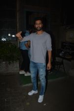 Vicky Kaushal spotted at Palli Village cafe in bandra on 21st Nov 2018 (7)_5bf658f70d508.JPG