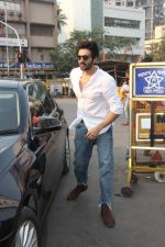 Kartik Aaryan at Siddhivinayak temple to seek blessing on his Birthday on 22nd Nov 2018 (3)_5bf7ab9fc5389.JPG