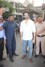 Kartik Aaryan visited shidhivinayak mandir on his birthday on 22nd Nov 2018  (2)_5bf7aba2380fd.JPG