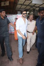 Kartik Aaryan visited shidhivinayak mandir on his birthday on 22nd Nov 2018 (18)_5bf7abc19bf2f.JPG