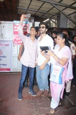 Kartik Aaryan visited shidhivinayak mandir on his birthday on 22nd Nov 2018 (21)_5bf7abc6d7b89.JPG