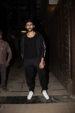 Kartik Aaryan Spotted at Juhu Gym on 24th Nov 2018 (14)_5bfb918b9b202.JPG