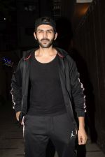 Kartik Aaryan Spotted at Juhu Gym on 24th Nov 2018 (9)_5bfb91842dc7f.JPG