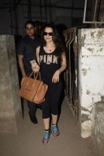 Ameesha Patel spotted at Kromkay salon in juhu on 27th Nov 2018 (13)_5bfe322c79e57.JPG
