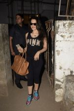 Ameesha Patel spotted at Kromkay salon in juhu on 27th Nov 2018 (16)_5bfe32310a2f1.JPG