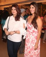 Perizaad Kolah, Twinkle Khanna Inaugurates an Art Show Breaking Barriers on 27th Nov 2018 (25)_5bfe37ce29c74.JPG