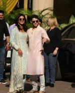 Priyanka  Chopra and Nick Jonas posing for media after finishing their wedding puja at her Versova House on 28th Nov 2018 (16)_5bff90ef7d785.jpeg