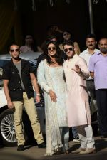 Priyanka  Chopra and Nick Jonas posing for media after finishing their wedding puja at her Versova House on 28th Nov 2018 (55)_5bff90e239e94.JPG