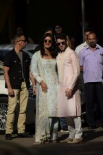 Priyanka  Chopra and Nick Jonas posing for media after finishing their wedding puja at her Versova House on 28th Nov 2018 (61)_5bff90e6dc246.JPG