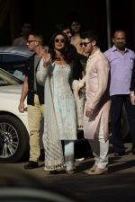 Priyanka  Chopra and Nick Jonas posing for media after finishing their wedding puja at her Versova House on 28th Nov 2018 (66)_5bff90ecaaeaf.JPG
